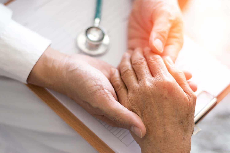Doença de Parkinson - atenção aos sintomas que podem ser confundidos com de outras doenças - Dr. Claudio Corrêa
